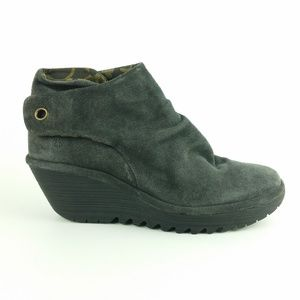 New Fly London Yebi Gray Suede Ruched Boots B2-4